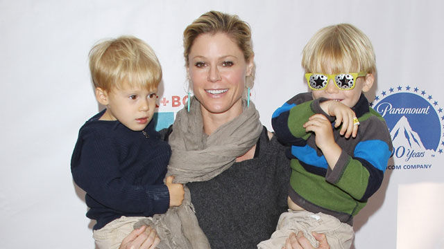 News video: Julie Bowen Shares Tips for Moms with Twins!